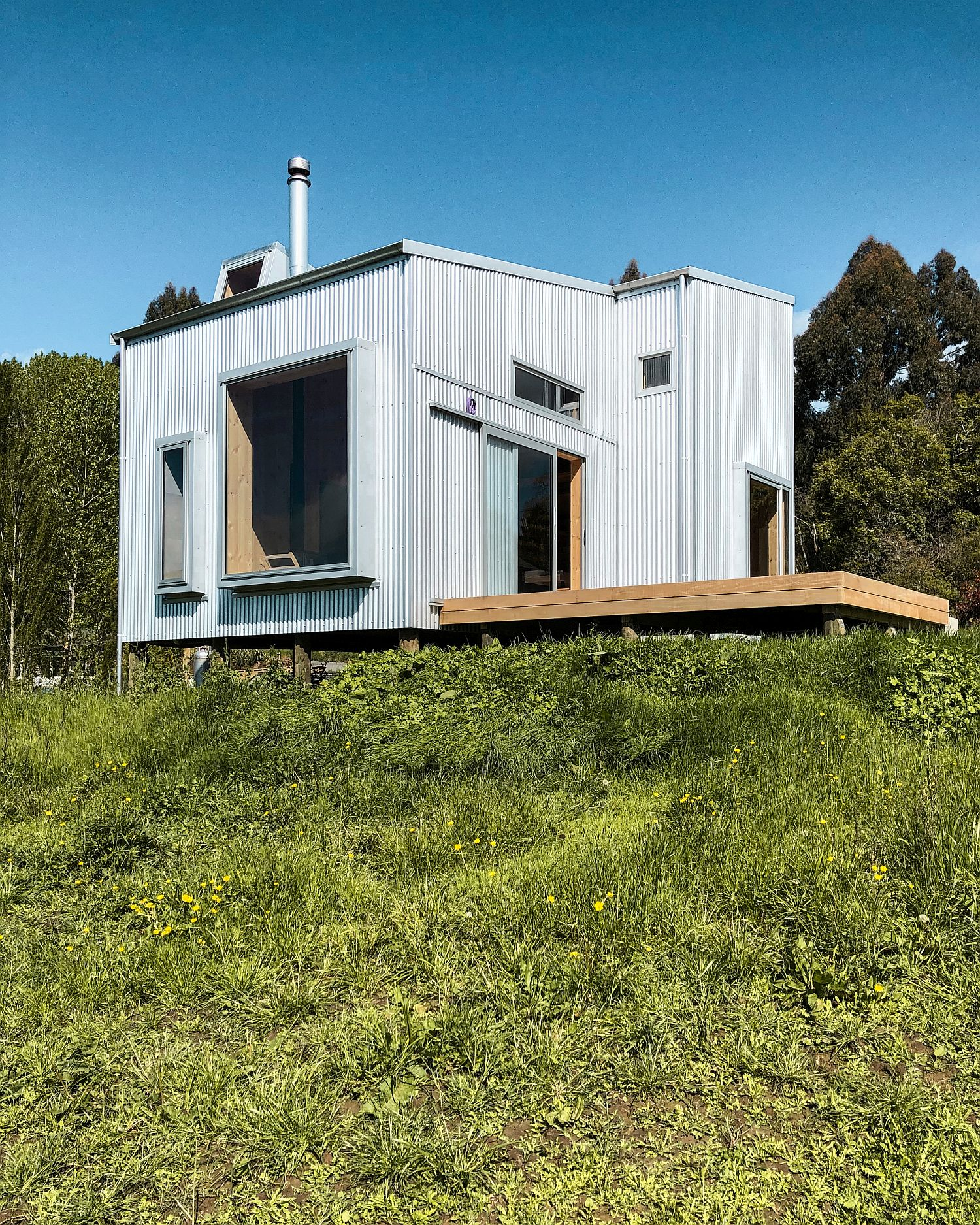 Cabin in the hills using prefab wooden panels leaves minimal carbon footprint