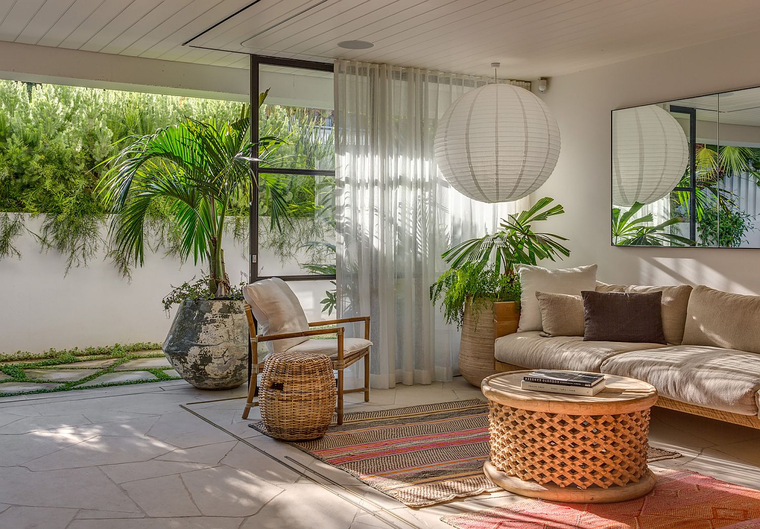 Creating a relaxing sitting zone with smart indoor-outdoor interplay
