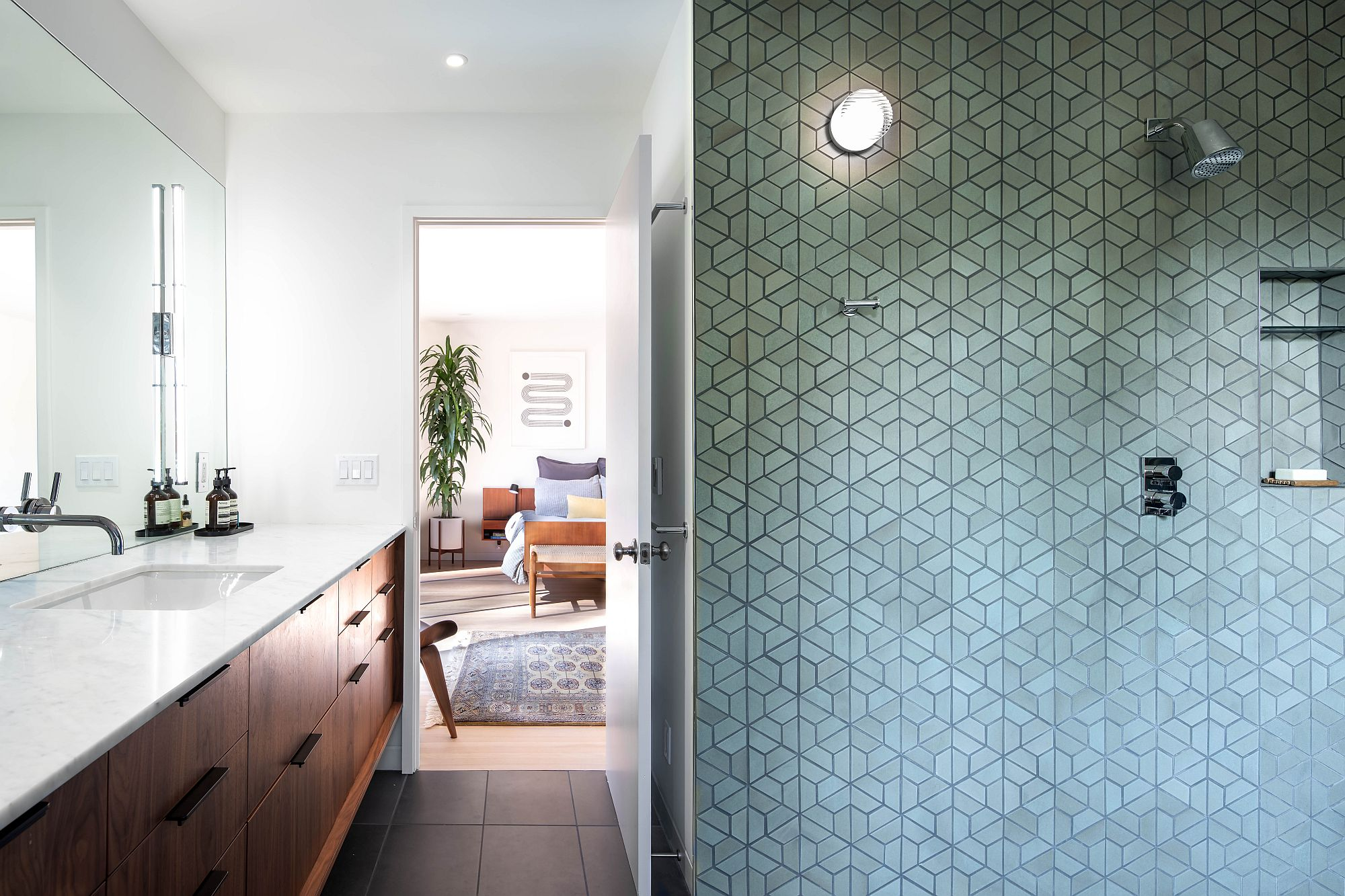 Dashing-makeover-of-the-bathrooms-with-custom-sink-design-and-a-smart-backdrop