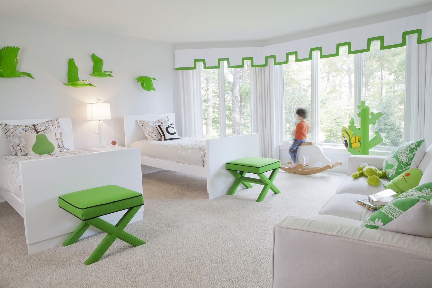 Fun and classy way to bring green to the all-white kids' bedroom