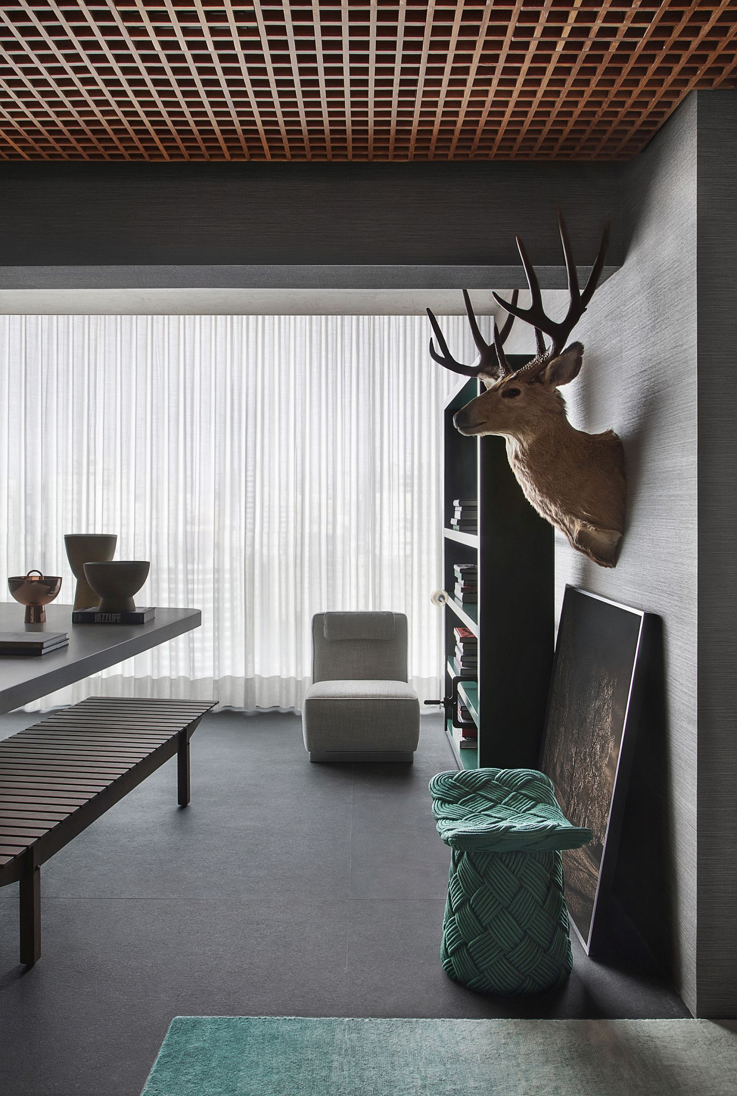 Gorgeous-gray-interior-of-the-apartment-is-a-showstopper