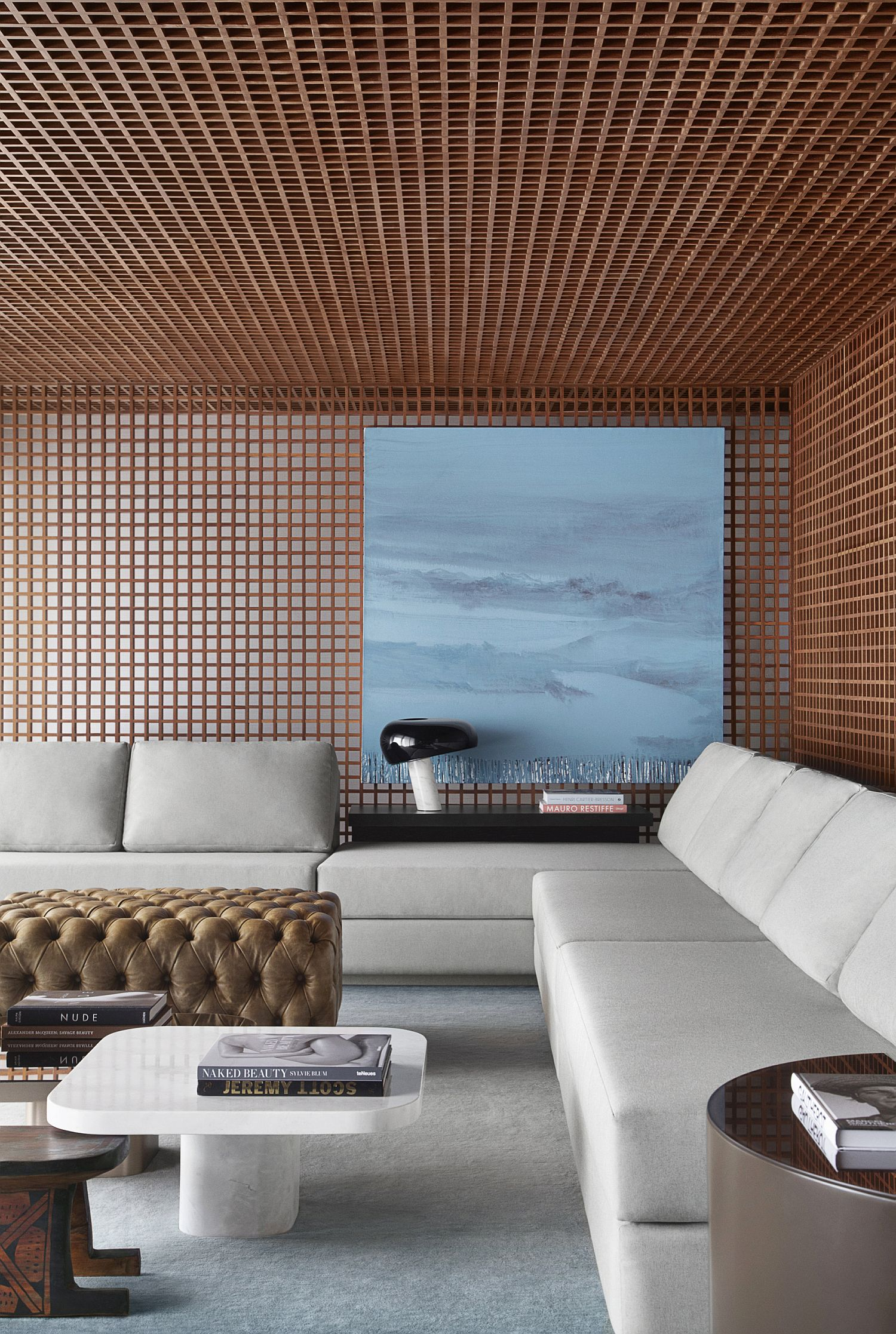 Sophisticated-and-smart-living-room-of-the-Grid-House