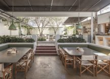 Wood-white-and-green-shape-a-lovely-courtyard-dining-area-that-is-relaxing-217x155