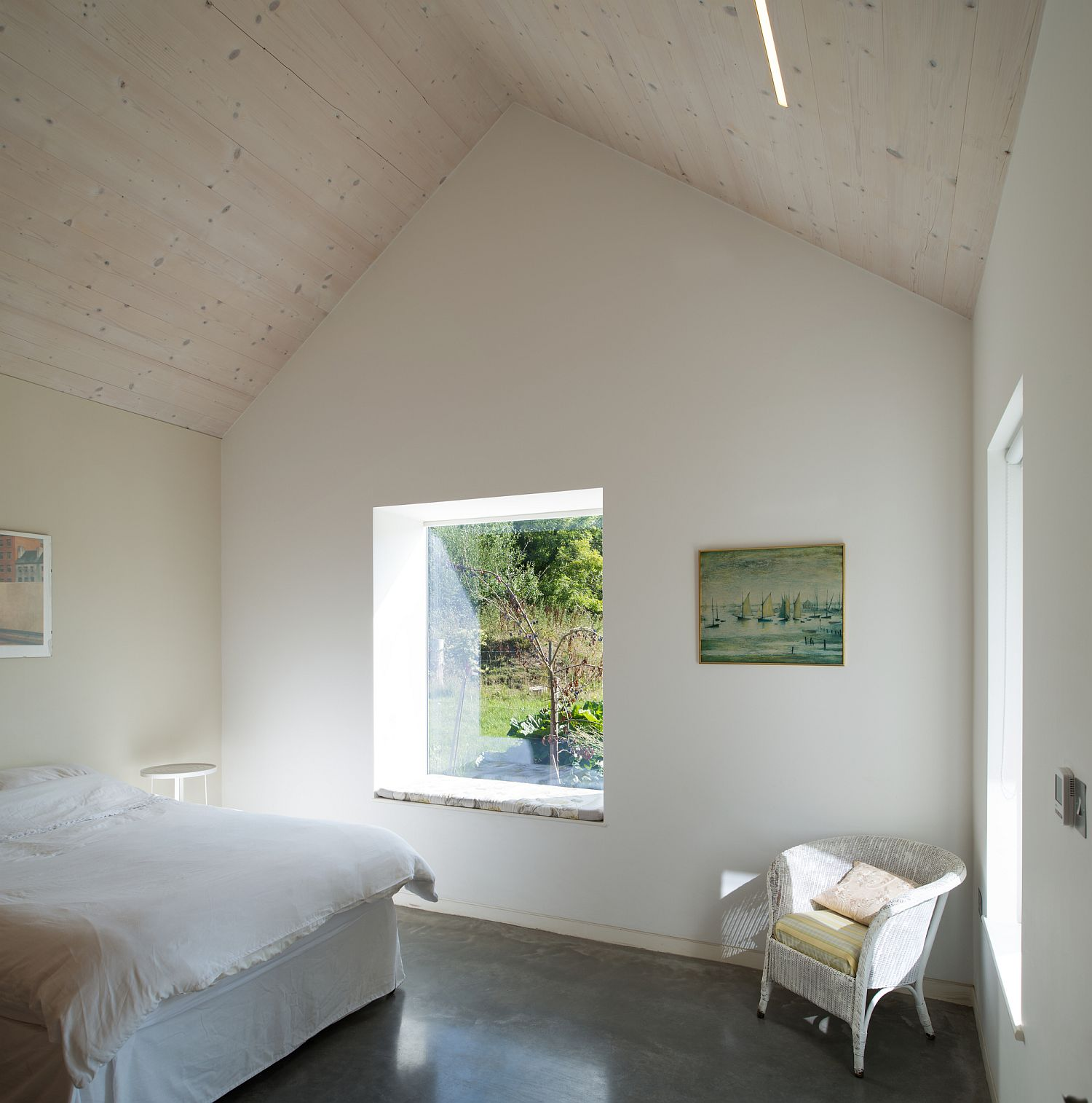 Clever-use-of-windows-throughout-the-house-brings-in-ample-natural-light