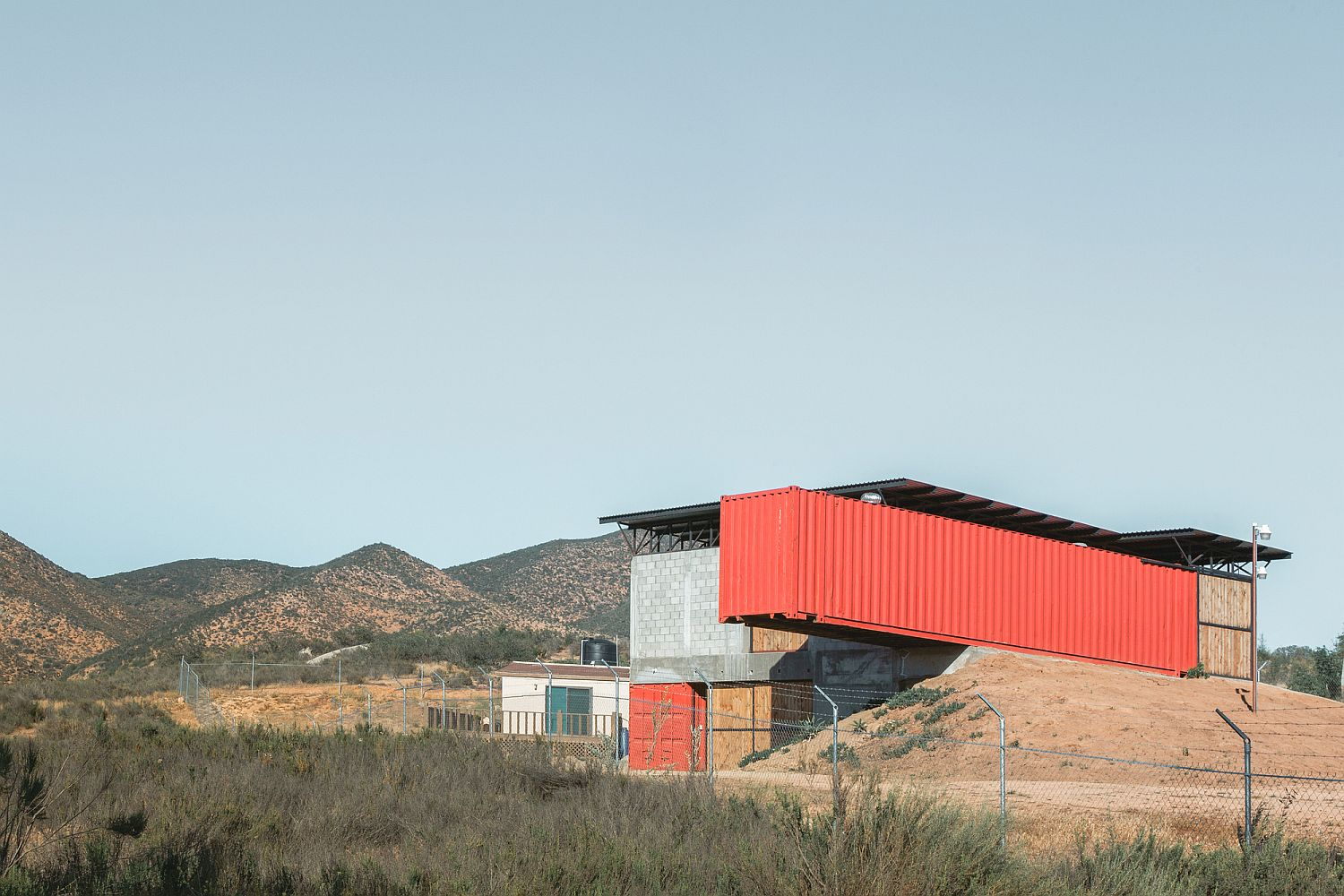 Contemporary winery in Mexico in concrete and steel