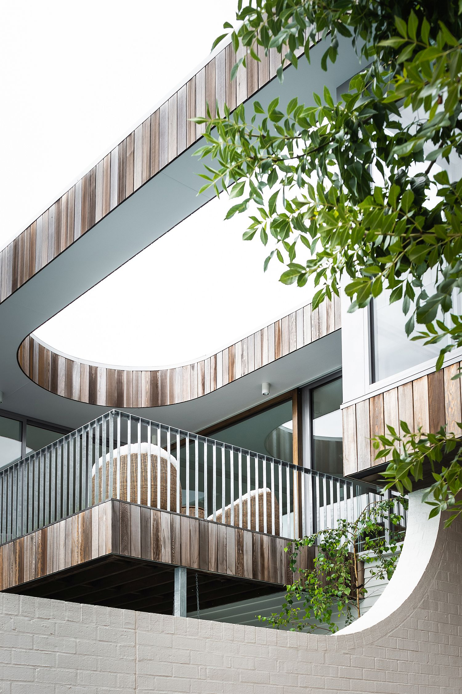 Curved-finishes-of-the-house-stand-in-contrast-to-the-more-stoice-landscape