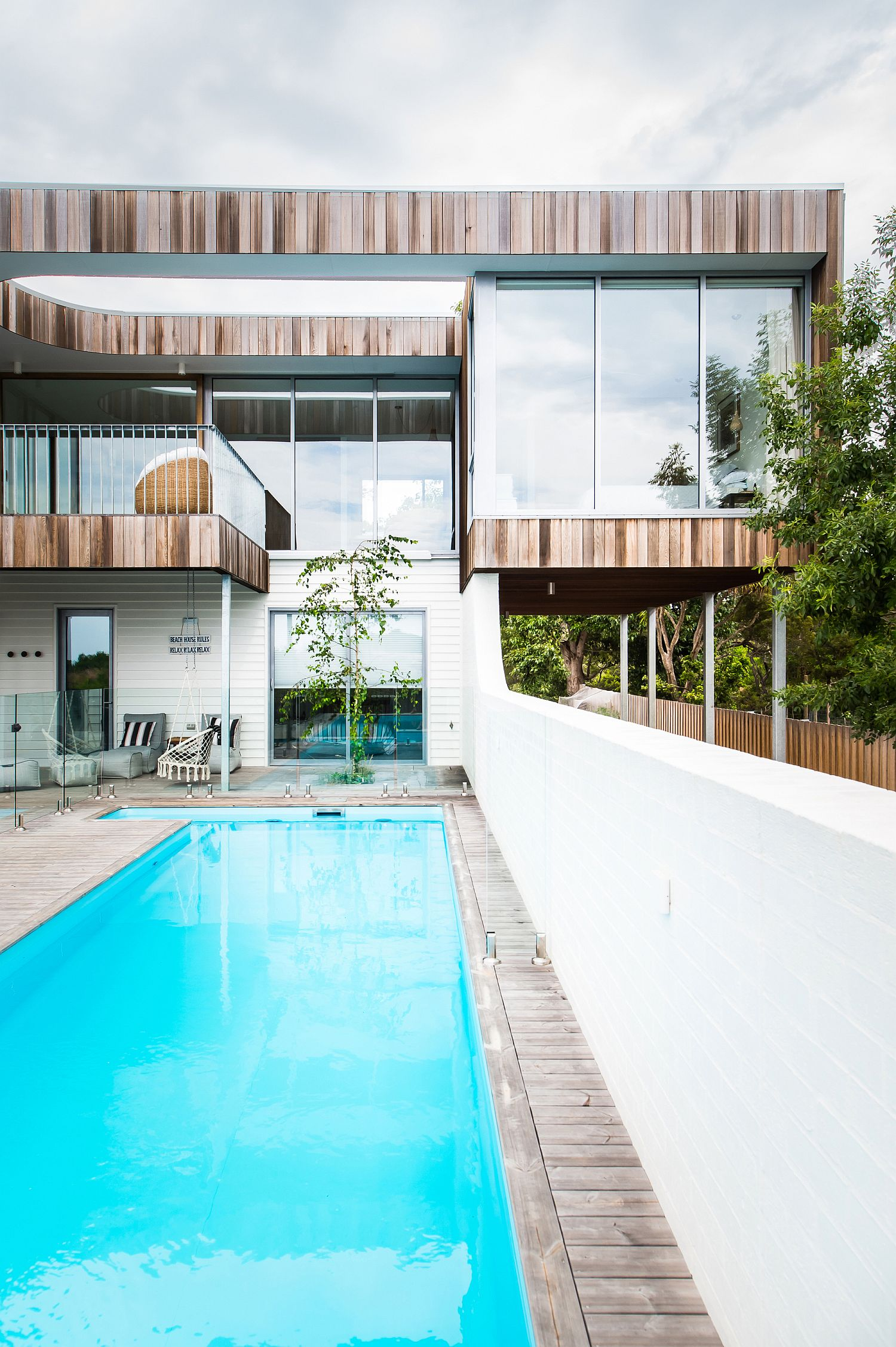 Deck-and-pool-area-of-the-Shearwater-House