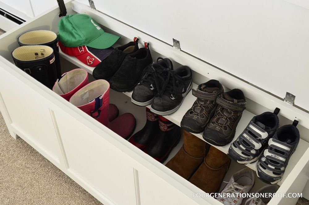 Design of shoe chest and shoe rack rolled into one with ease
