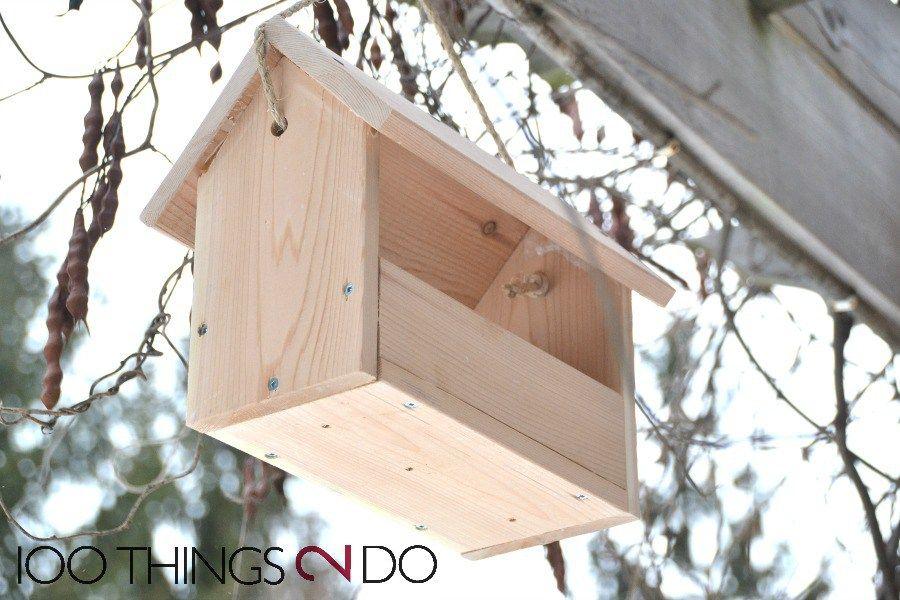 Easy-wooden-DIY-bird-feeder-that-costs-just-4