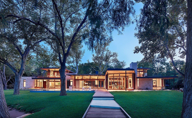 Entry of the gorgeous Lake House in Austin, Texas