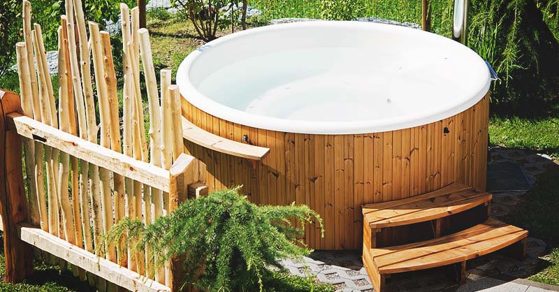 Gorgeous DIY hot tub in wood with the right insulation