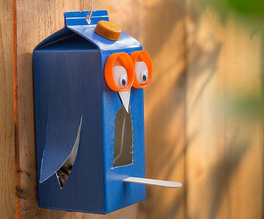 Kids-craft-DIY-carton-bird-feeder
