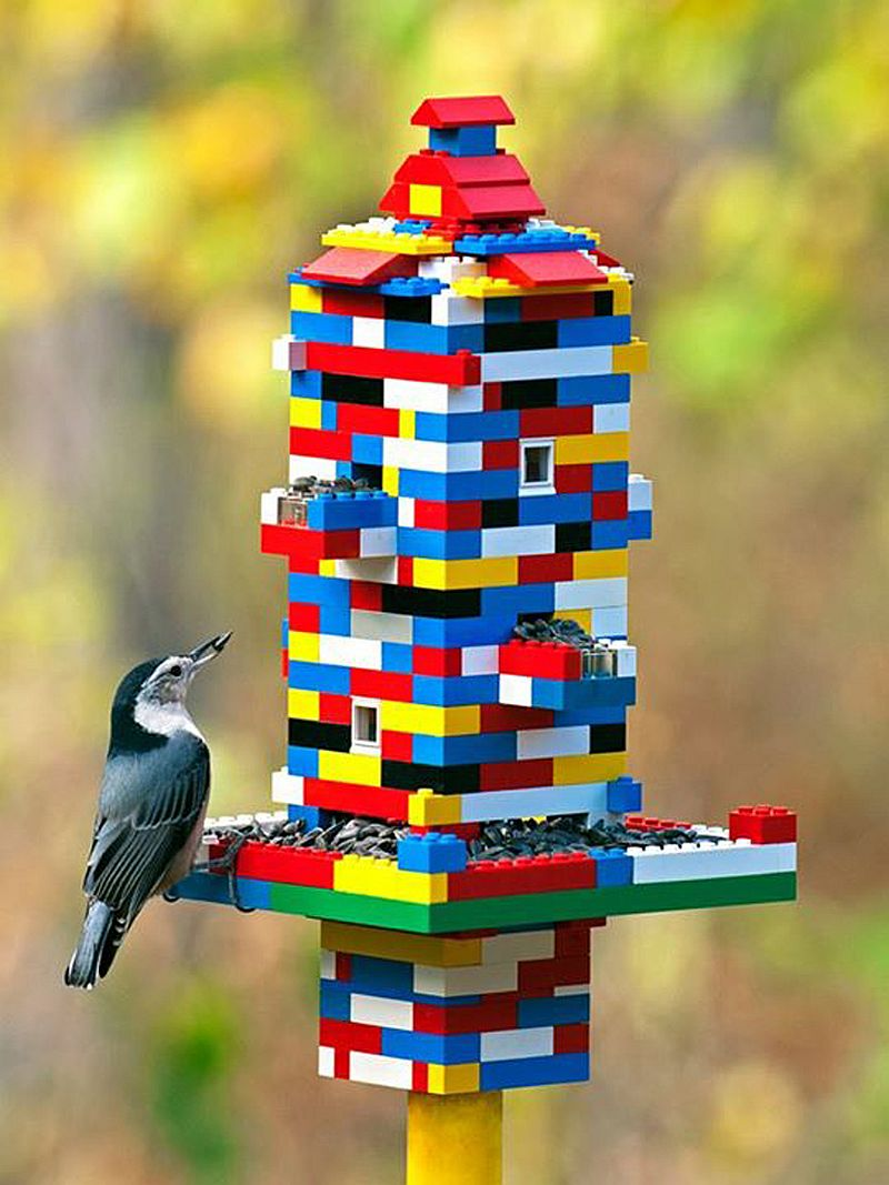 LEGO-bird-feeder-for-those-who-love-color-and-flight