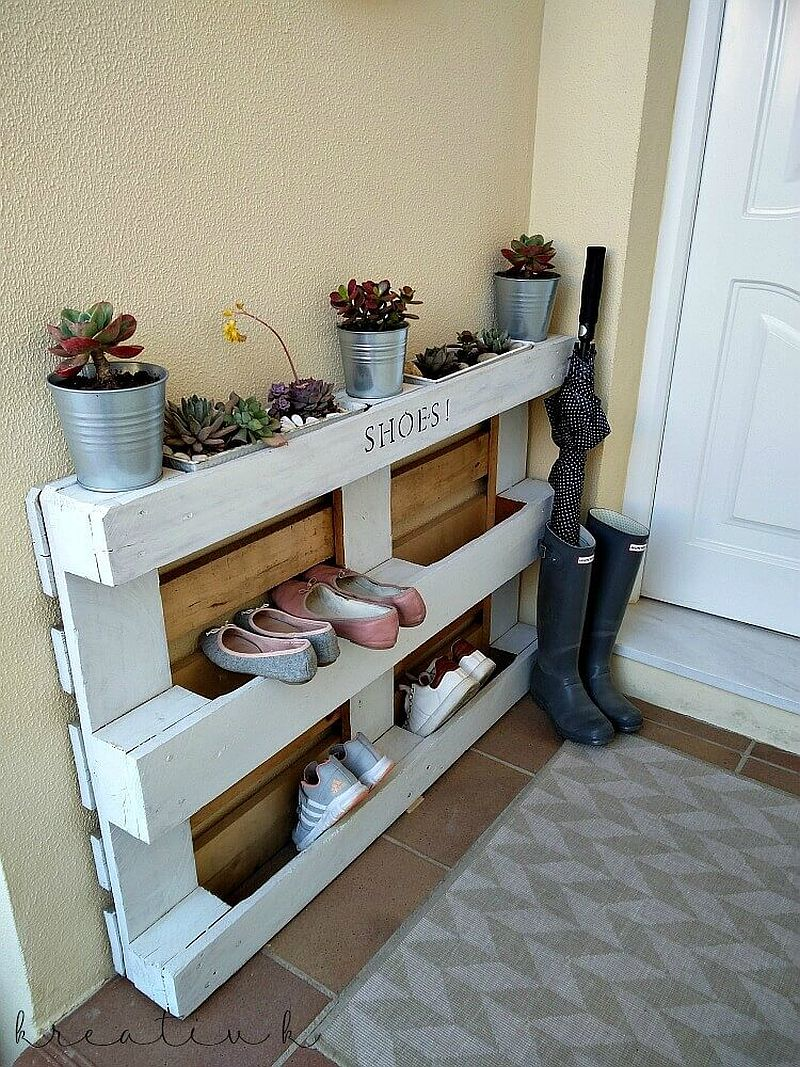 Lovely painted pallet shoe rack with a bit of decorative charm to it