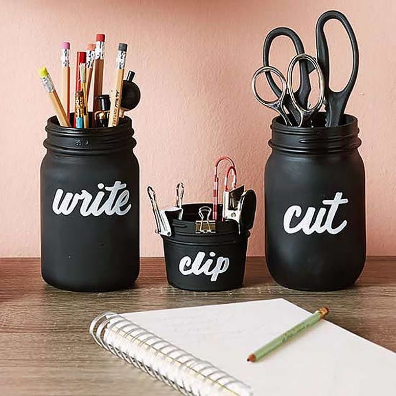 Mason Jar DIY desk organizers clad in chalkboard paint