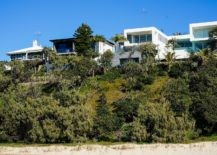 Natural-greenery-coupled-with-sandy-dunes-shape-the-landscape-around-the-Sunshine-Beach-House-217x155