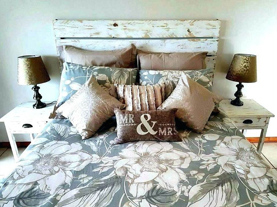 Painted-pallet-headboard-is-super-cheap-and-easy-to-craft
