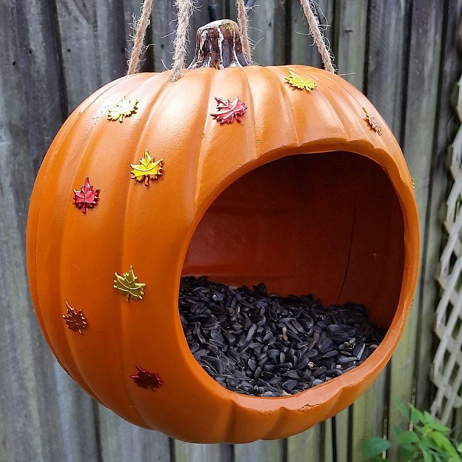 Pumpkin-shaped-DIY-bird-feeder-is-perfect-for-festive-season