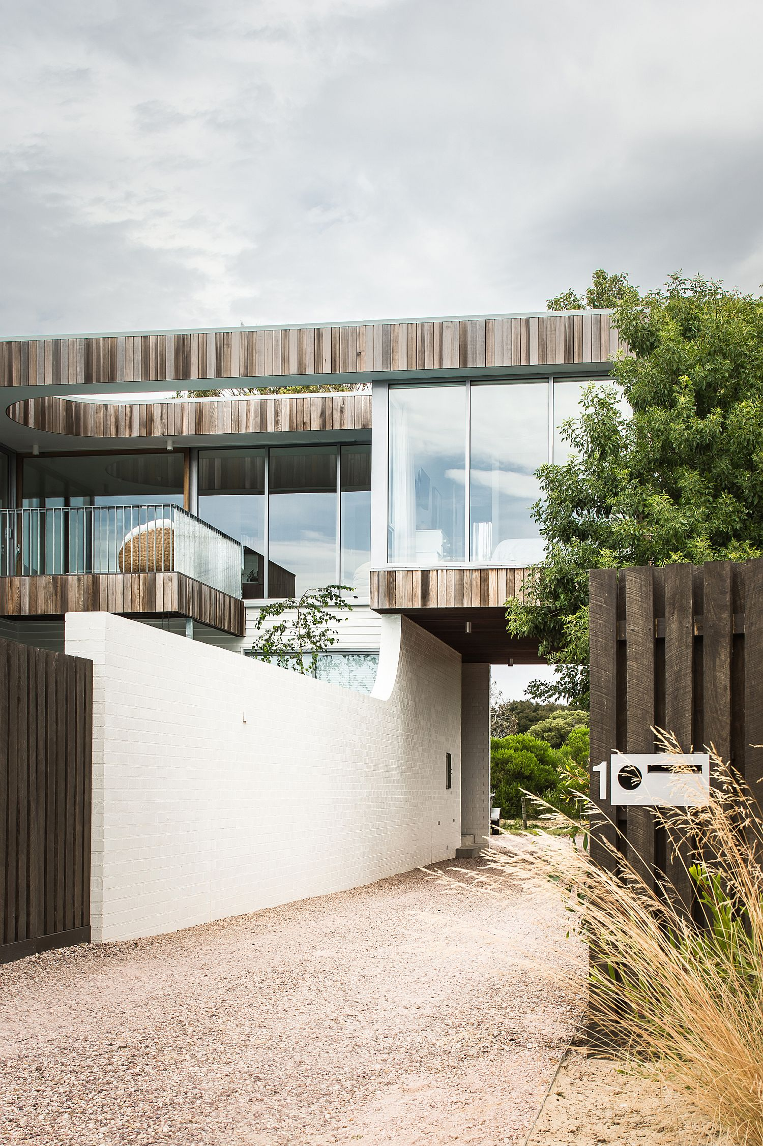 Shletered-entry-to-the-spacious-Shearwater-House