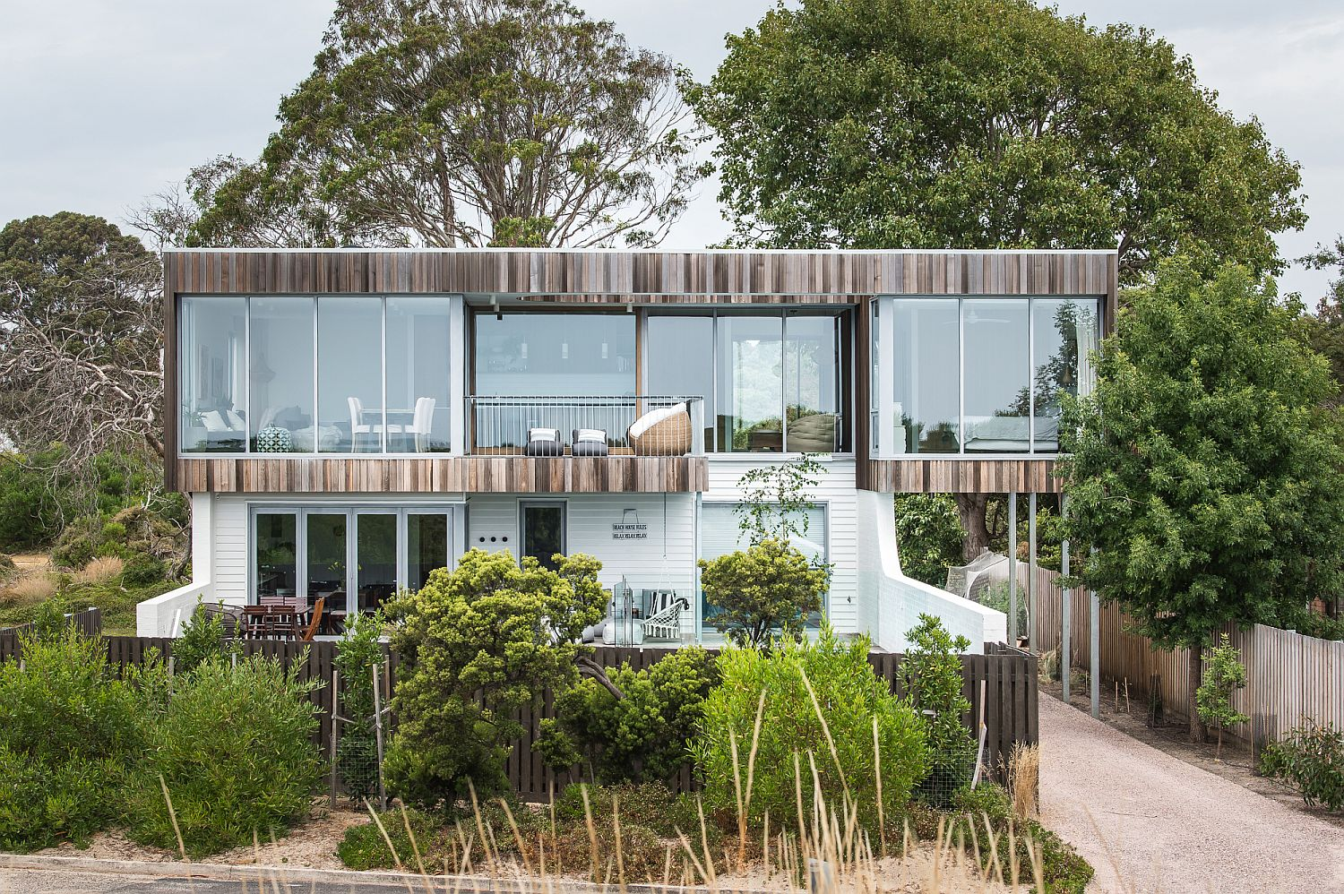 Curved Mirrors and Timber Magic Unleashed at Spectacular Shearwater House