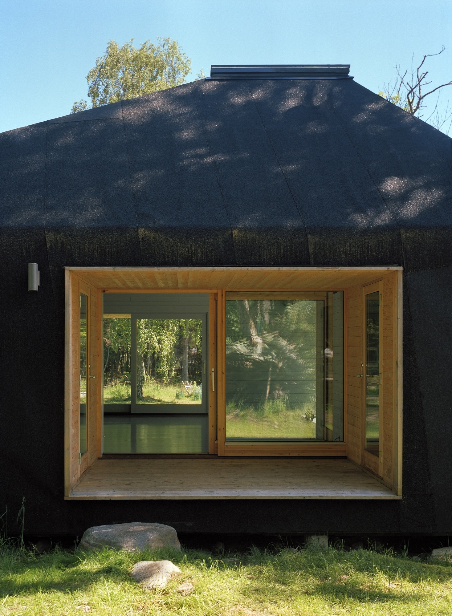 Tiny summer house in the woods makes a big visual impact