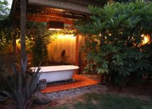 Turn-that-vintage-bathtub-into-a-homemade-hot-tub-that-adds-comfort-to-the-backyard-life-217x155