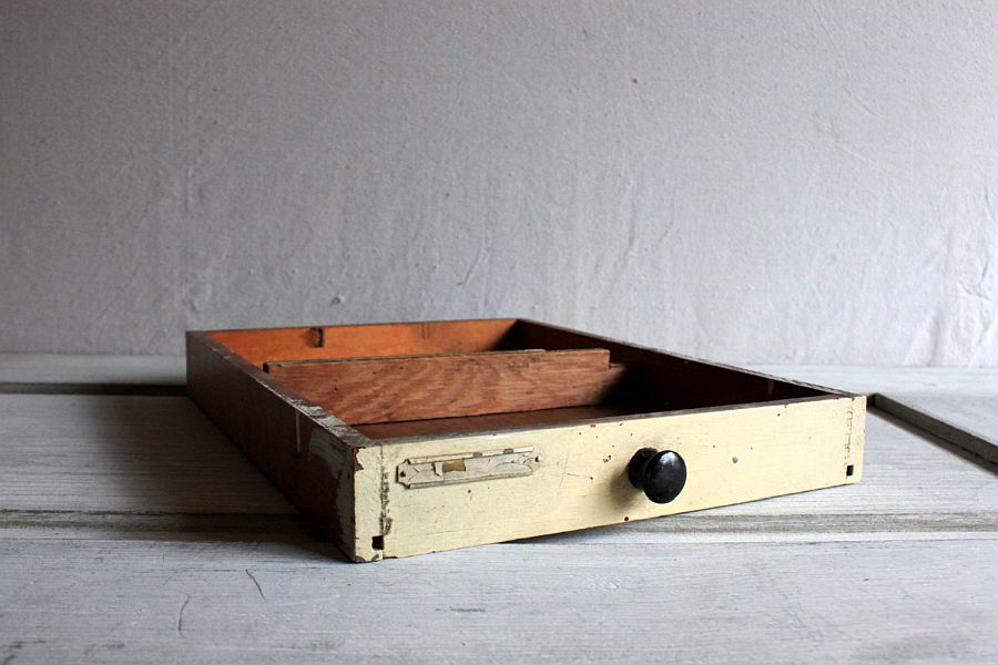 Vintage-wooden-drawer-is-perfect-for-a-more-organized-work-desk