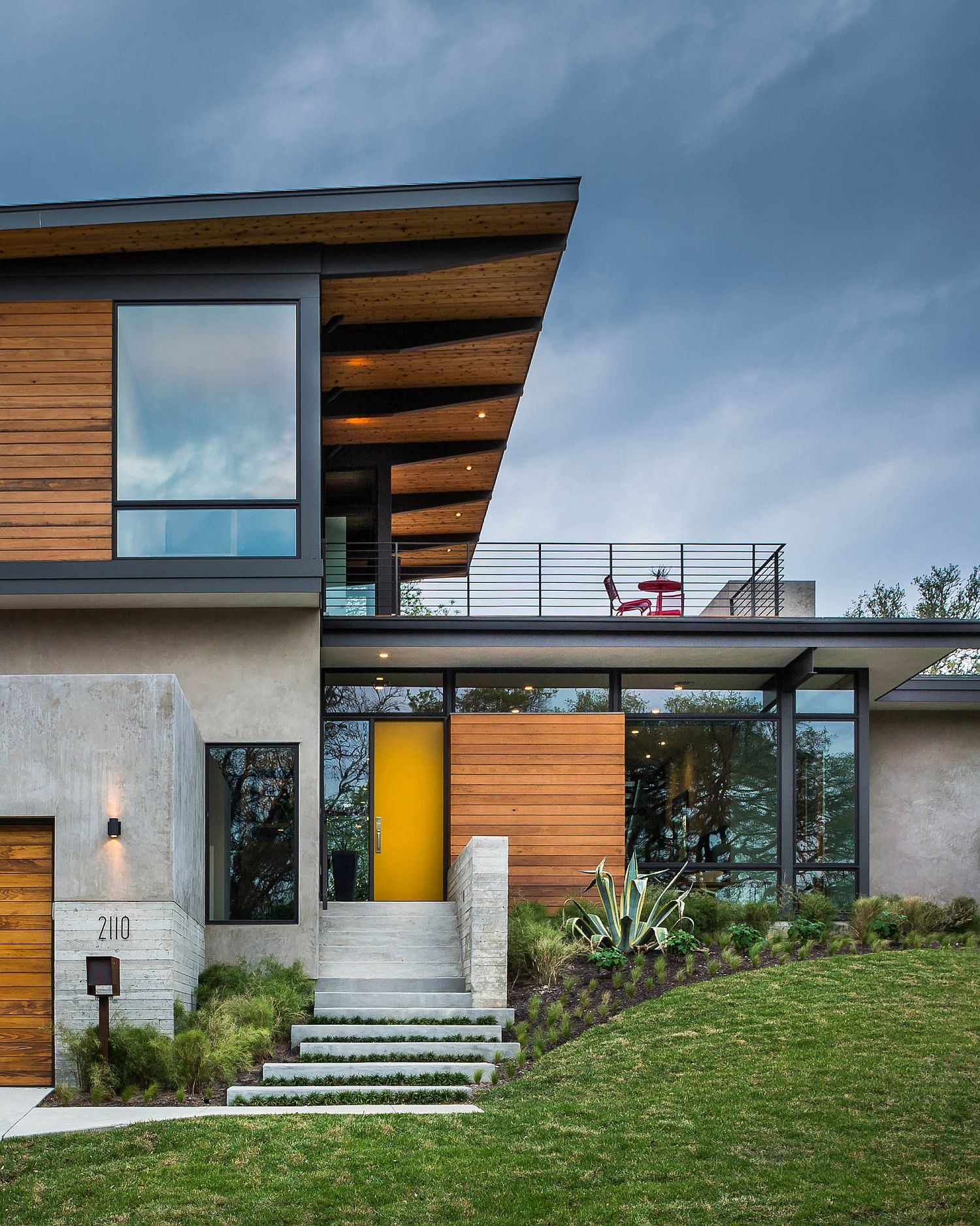 Wooden slats and steel beams shape a gorgeous home on the outside