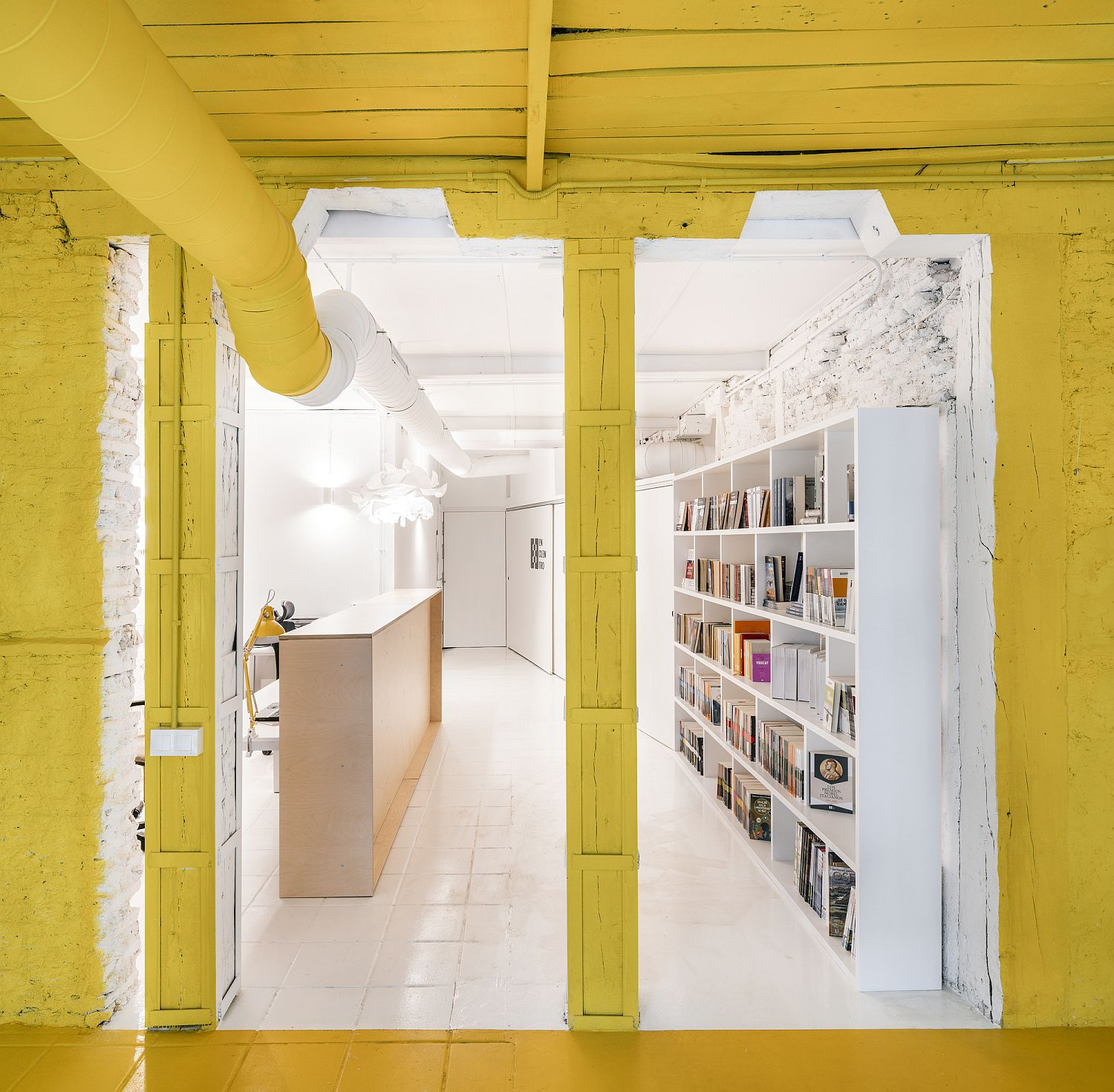 Amazing use of white and bright yellow for a stunning Madrid Office