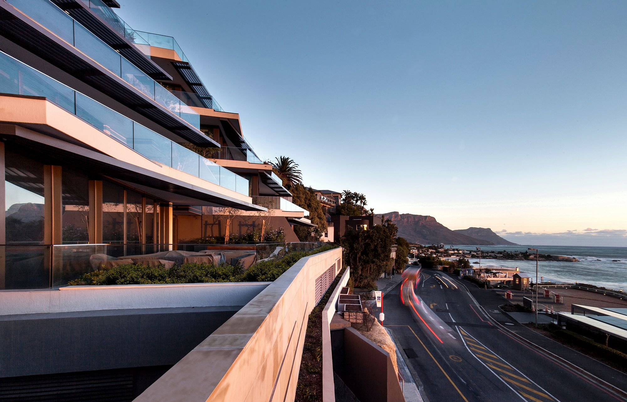Amazing-view-of-the-Atlantic-Ocean-from-the-contemporary-apartment-building-in-Cape-Town