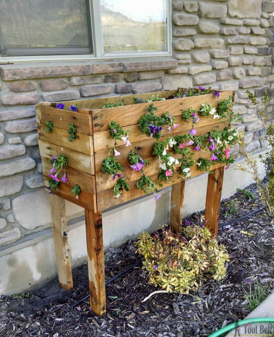 Cascading pallet DIY flower planter idea