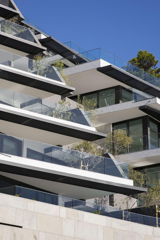 Clifton-Terraces-301-designed-by-SAOTA-overlook-stunning-Cape-Atlantic-Ocean