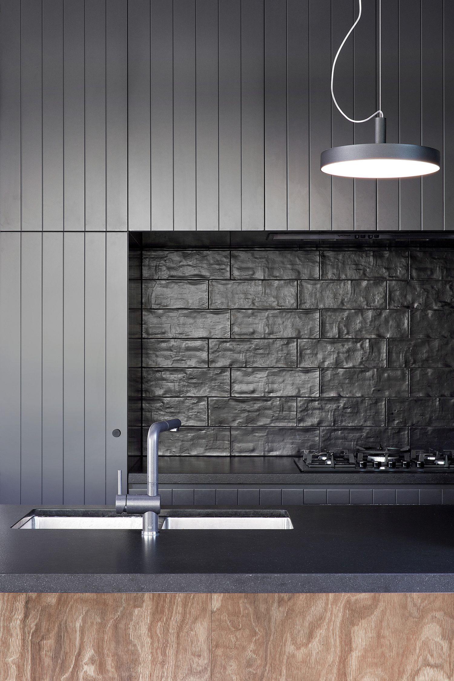 Dark-black-backsplash-for-the-modern-kitchen