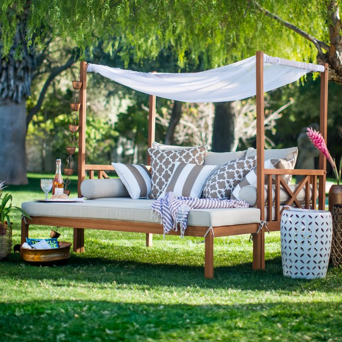 Daybed and ottoman with canopy style