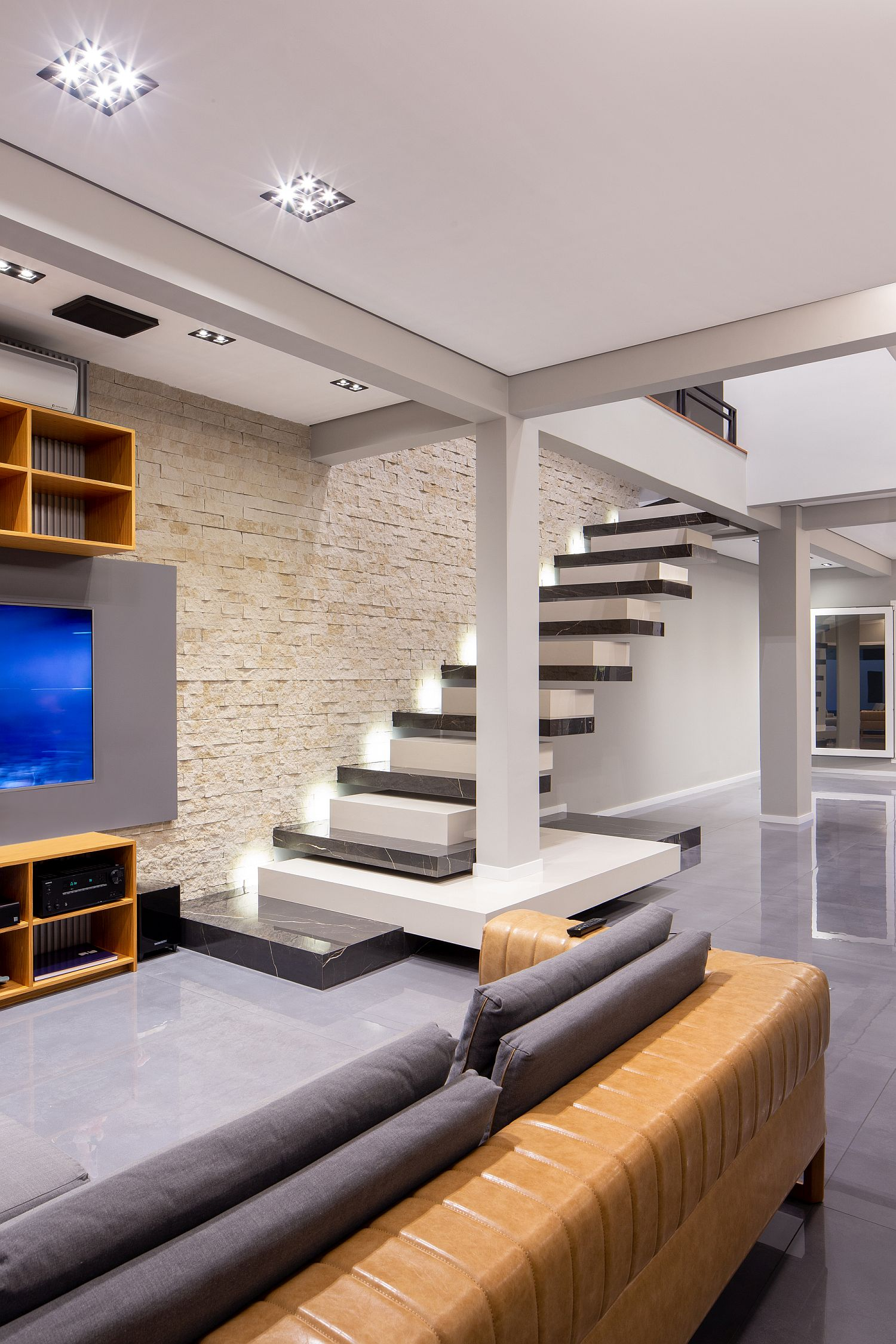 Dfferent types of ceramic tiles and finishes cover the interior of the house
