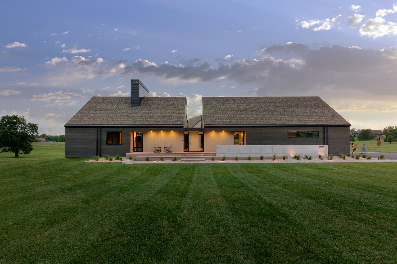 Different-shades-of-cedar-wood-shape-the-exterior-of-the-house