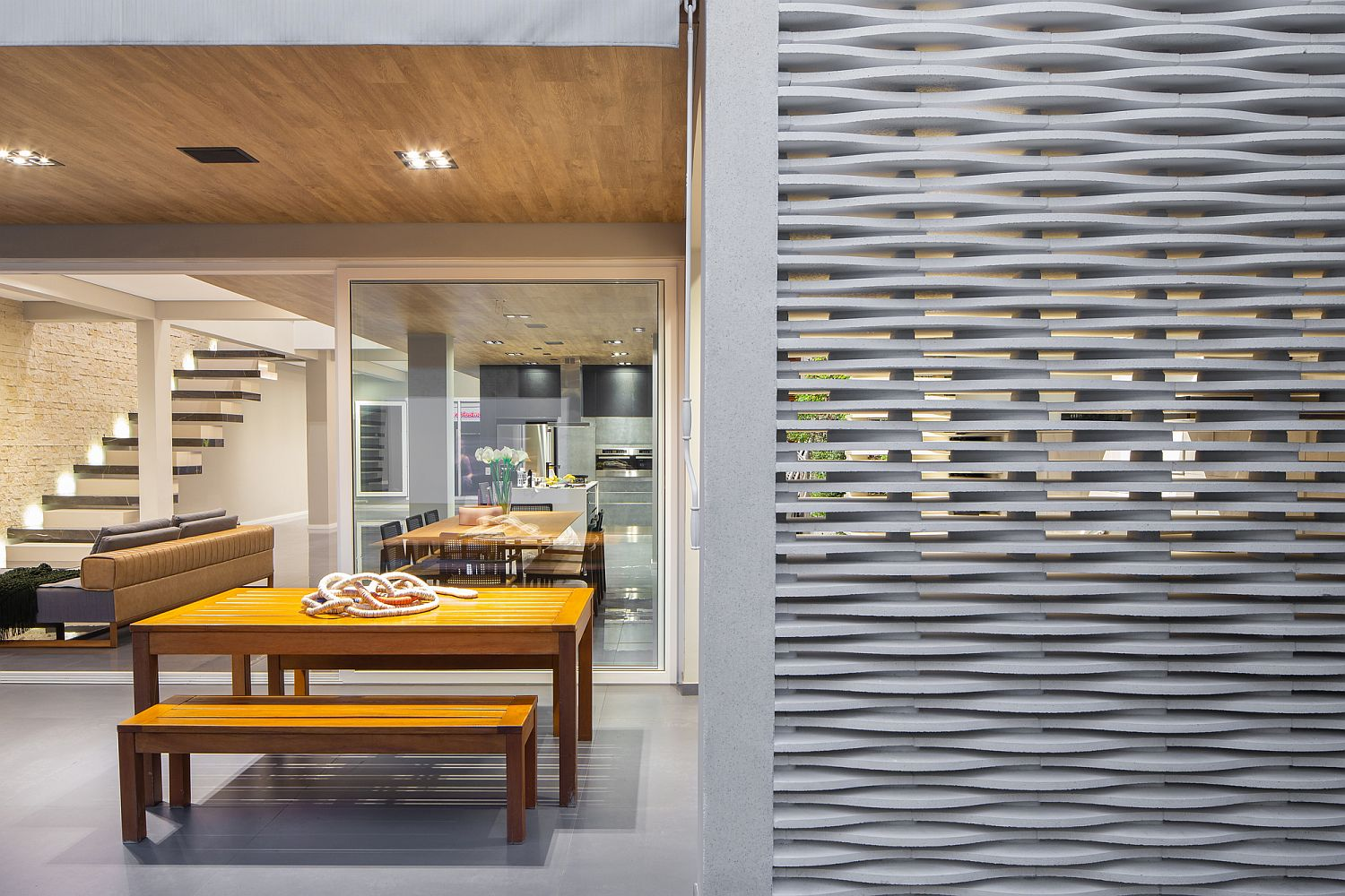 Different-textural-finshes-inside-the-house-make-a-bold-visual-statement