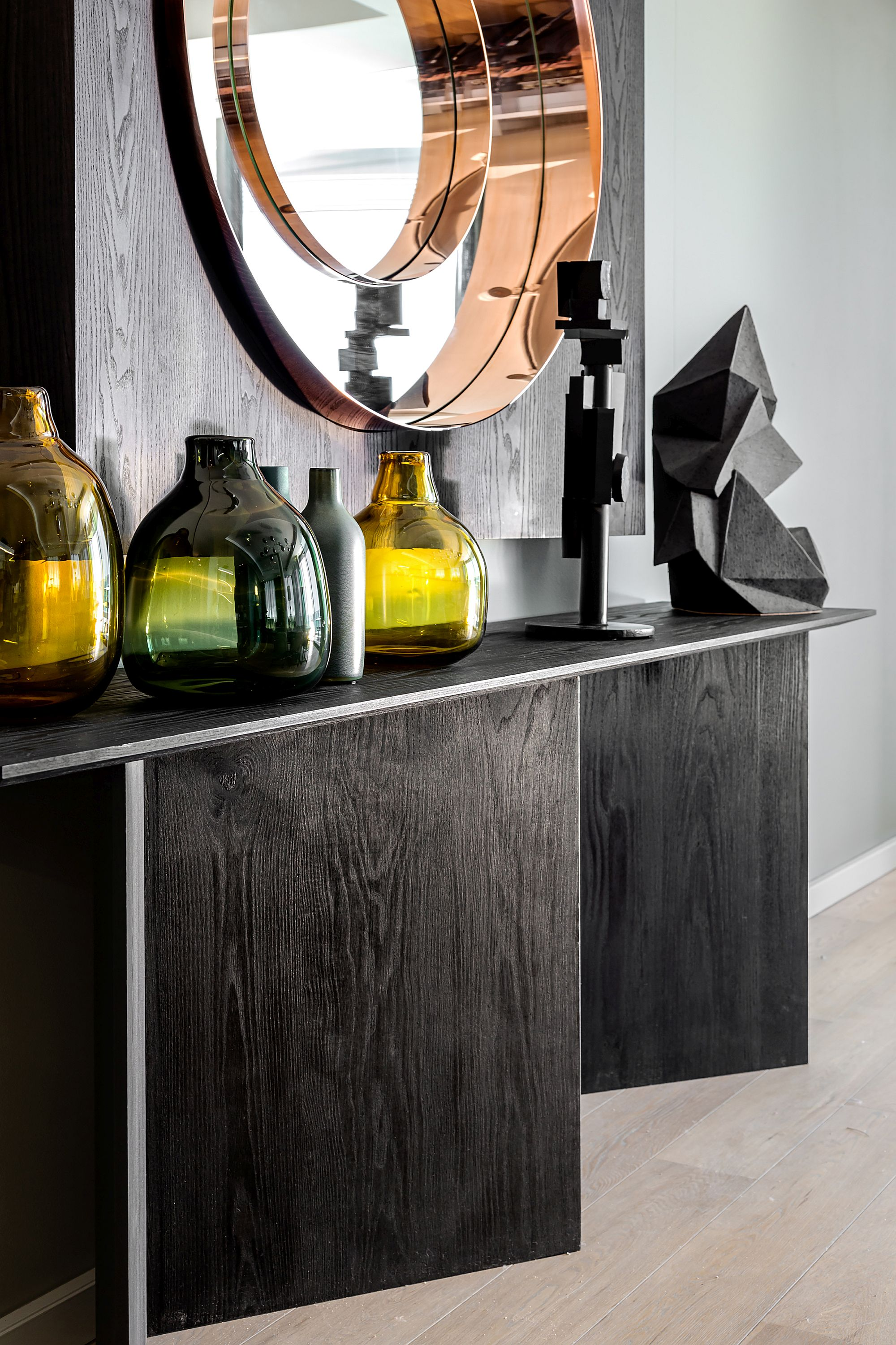 Exquisite-use-of-vases-to-craete-a-display-that-is-modern-and-attractive