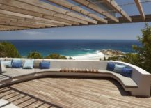 Extravagant-deck-with-sitting-space-that-offers-amazing-ocean-views-217x155