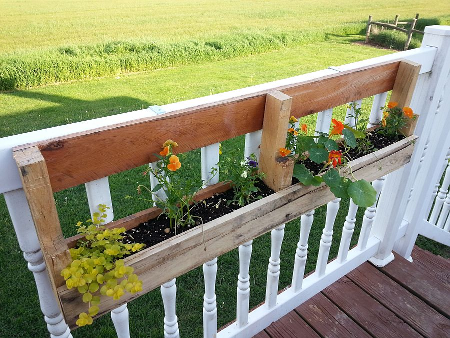 Flower planter box that is super-easy to make!