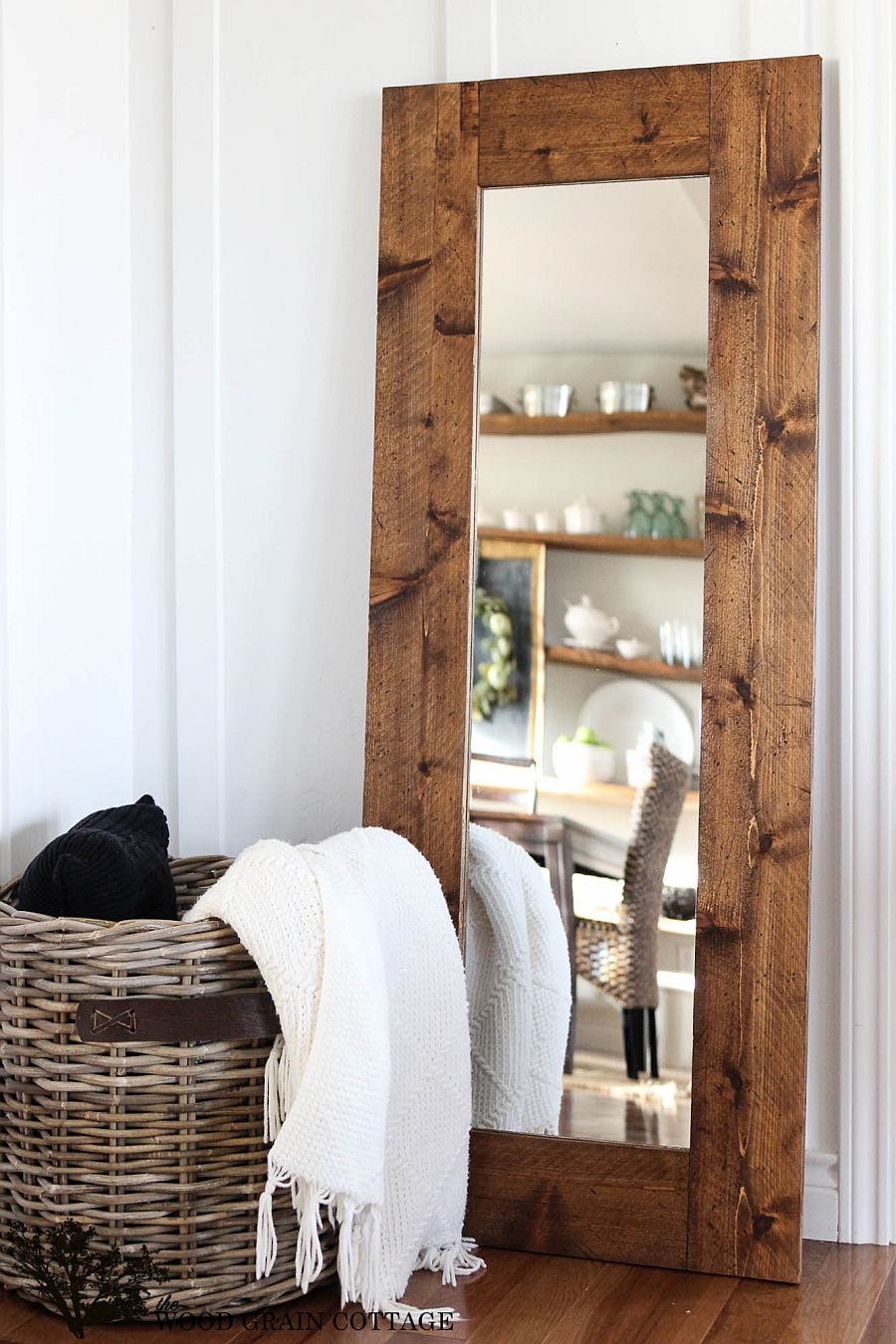 Gorgeous DIY wood mirror frame with modern farmhouse style