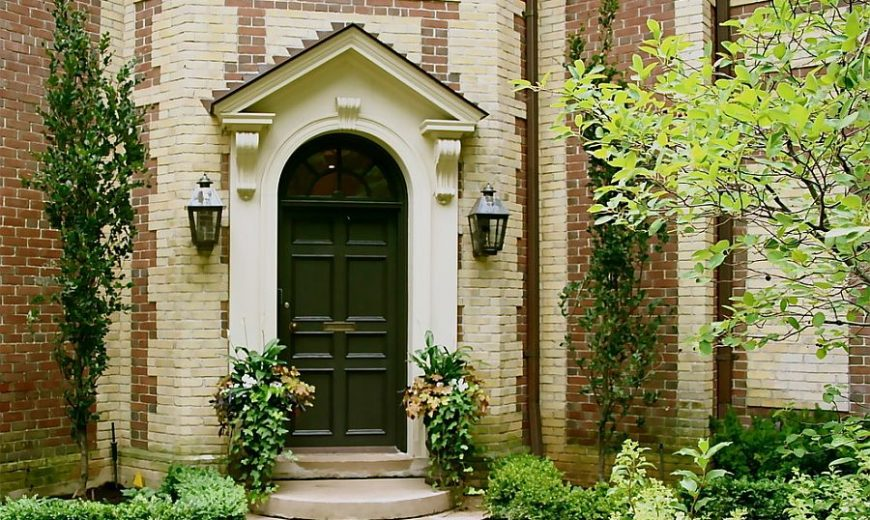 Right First Impressions: 30 Trendy Front Doors to Enliven the Entry