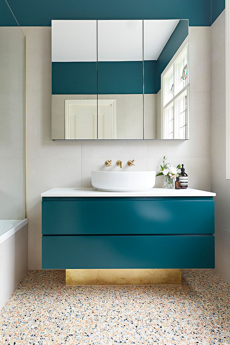 Gorgeous-use-of-darker-tones-of-teal-in-the-bathroom