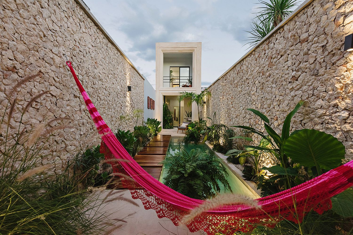 Hammock-adds-color-and-charming-holiday-appeal-to-the-house