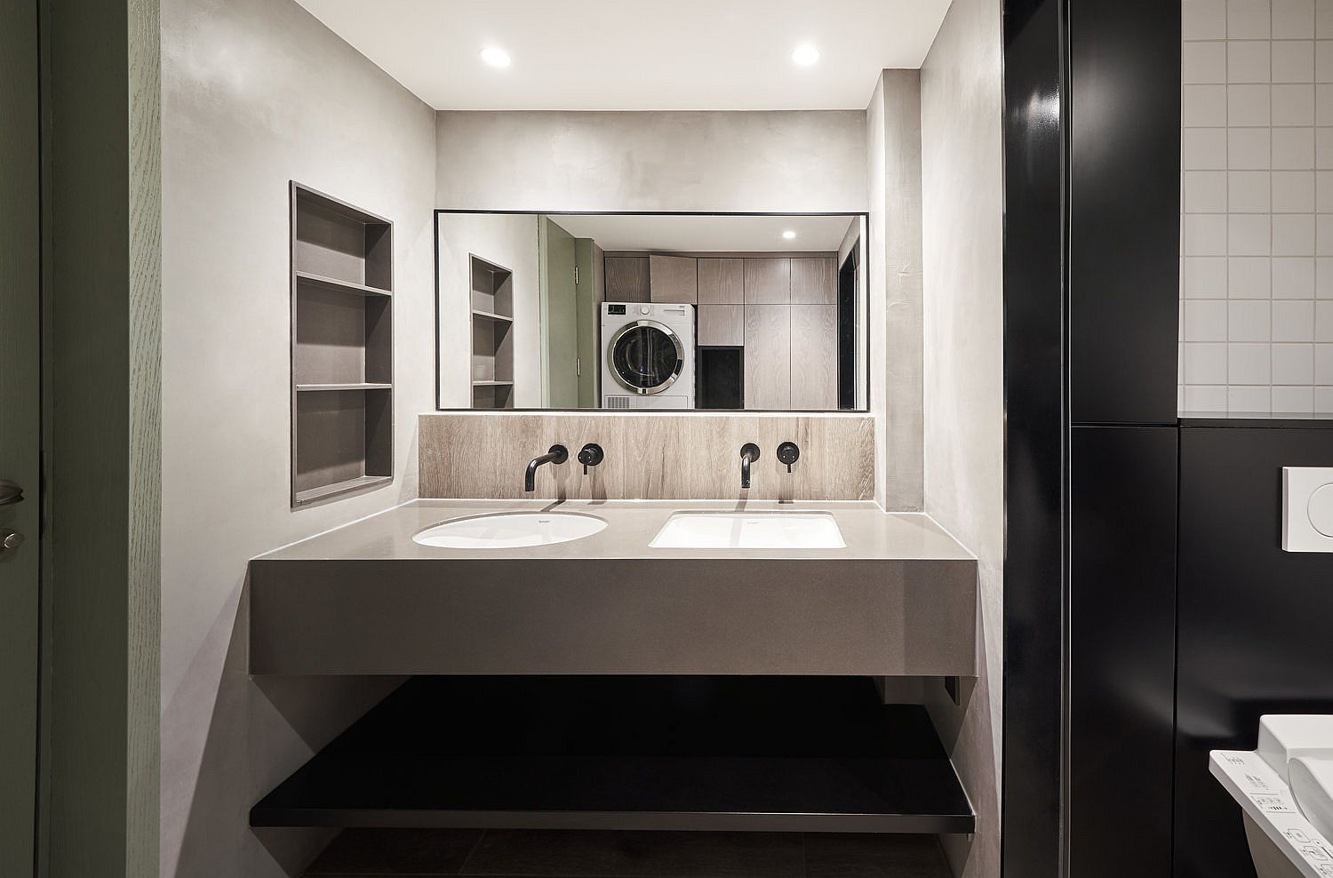 Hint-of-green-for-the-modern-minimal-bathroom-in-neutral-hues