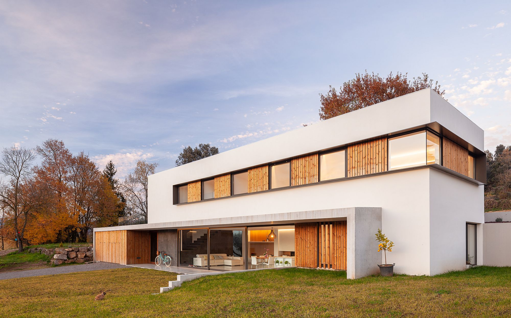 Lovely blend of wood and white shape the exterior of the home in Olot