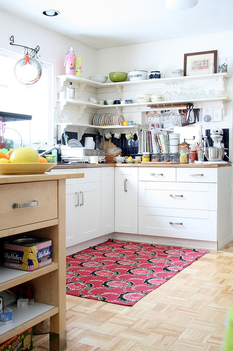 Maximizing the kitchen corers with open shelves above and closed drawers below