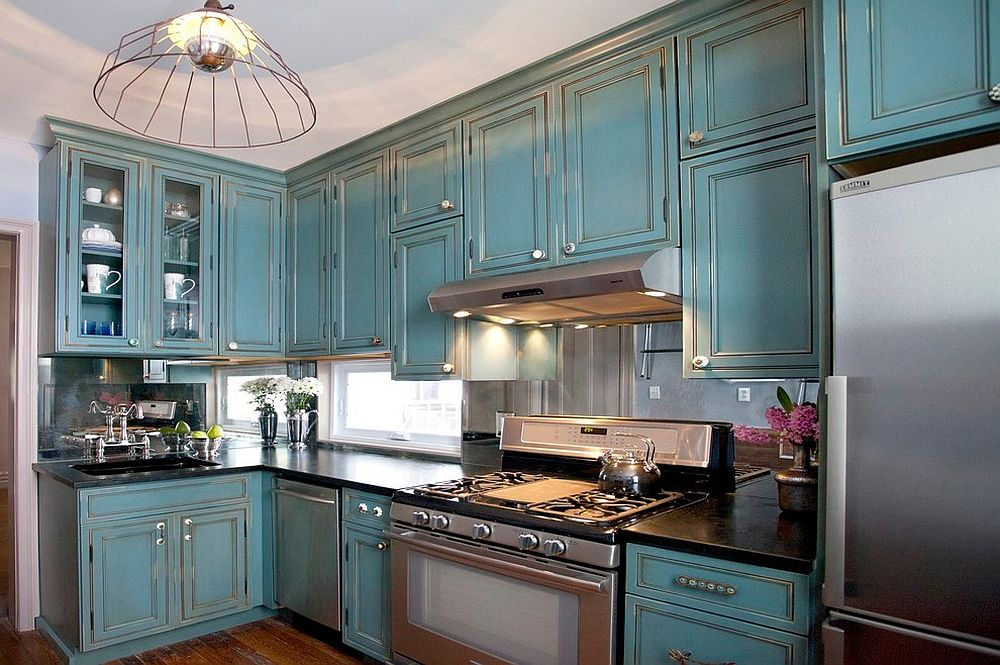 Mirrored backsplash in this traditional kitchen creates the perception of more space on offer