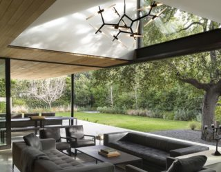 Tree House: Gorgeous Home Engulfed in Green and Zinc!