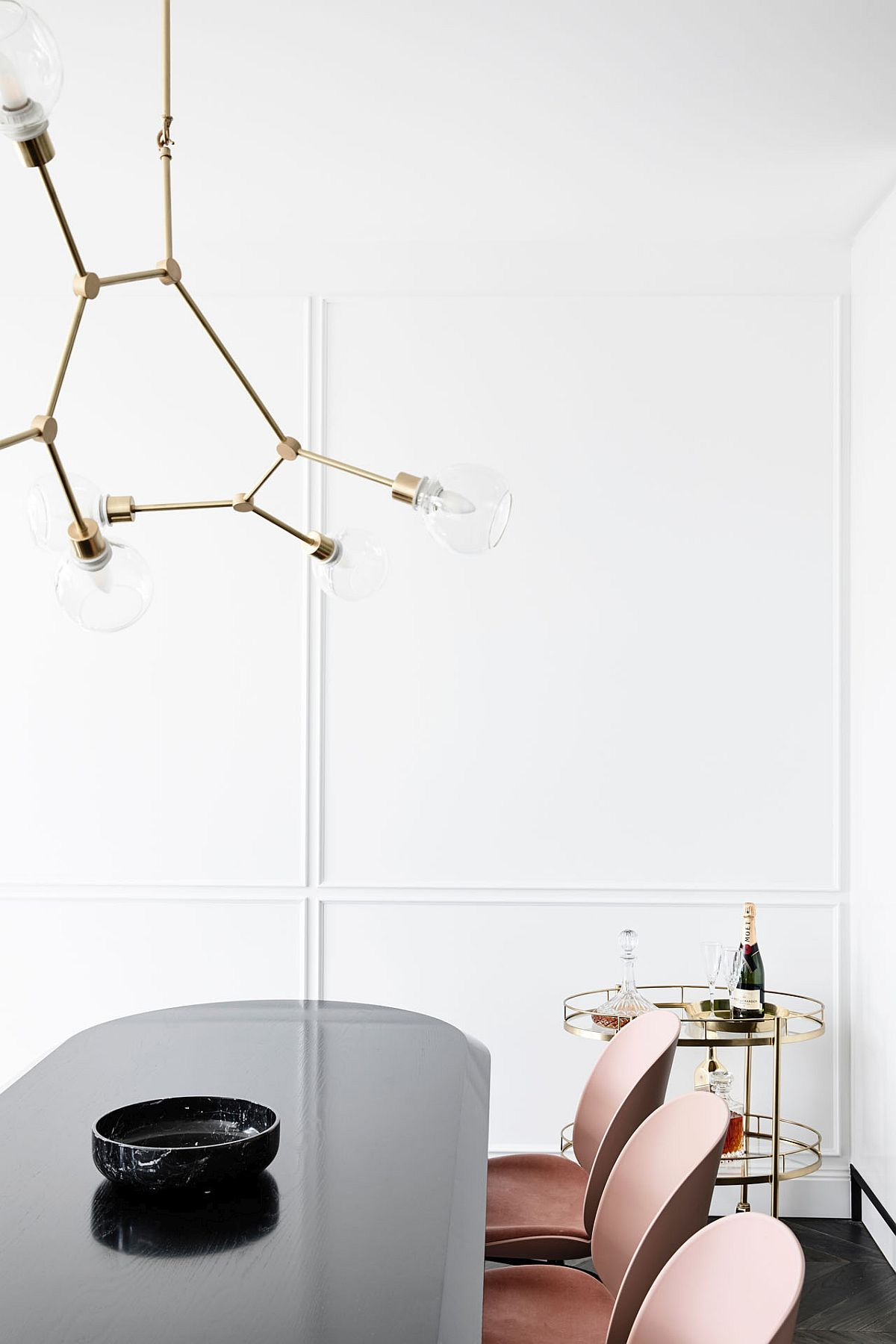 Perfect way to add bright metallic charm to the contemporary dining room